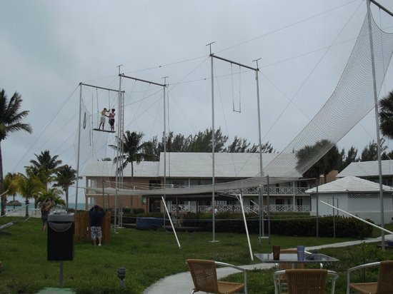 Viva Wyndham Fortuna Beach: trapeze area by pool