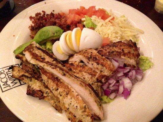 Jacob Wirth Restaurant: pollo alla griglia con avocado e formaggio
