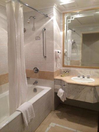Dar Al Hijra InterContinental Madinah : En-suite bathroom