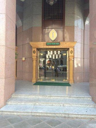 Dar Al Hijra InterContinental Madinah : Entrance of hotel