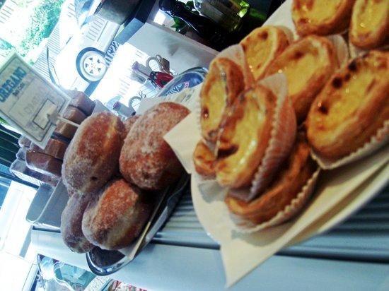 Oregano Deli Cafe: Portuguese natas.