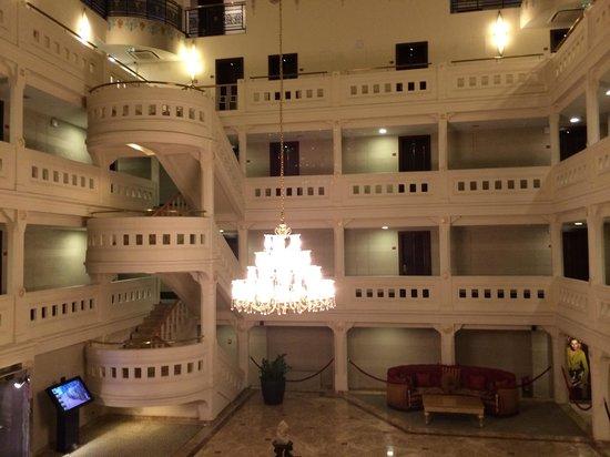 Wyndham Istanbul Old City: Hotel interior lobby