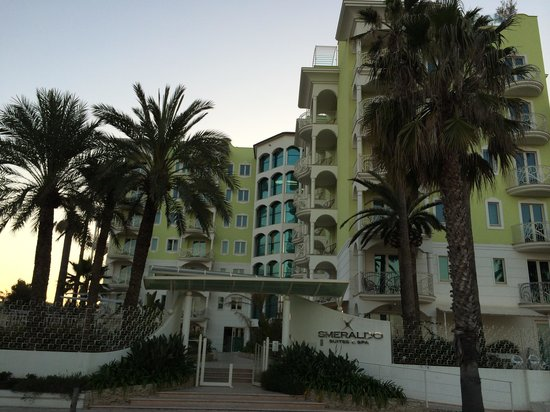Smeraldo Suites & Spa: View from the street