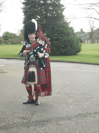 Holiday Inn Dumfries: Traditional Bag Piper