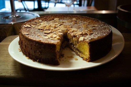 La Locanda Italian Bistro Edinburgh: Homemade Bakewell cake