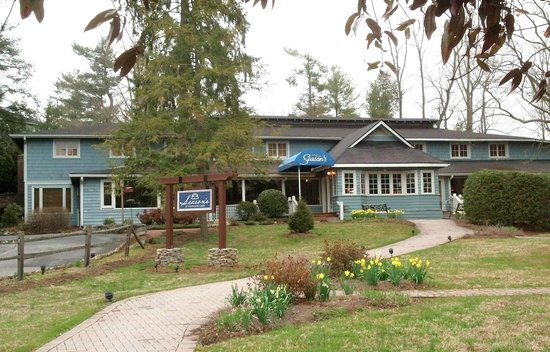 Season's at Highland Lake: front of restaurant