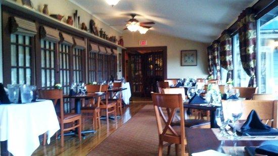 Season's at Highland Lake : Dining room