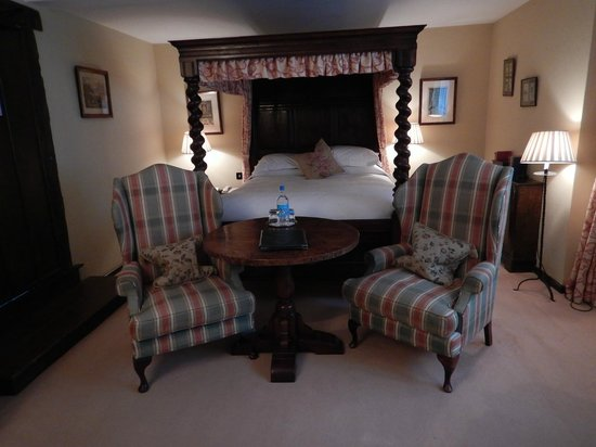 Bailiffscourt Hotel: Bedroom in main building