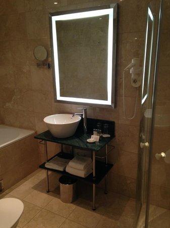Elite Plaza Hotel Malmo: Great bathrooms
