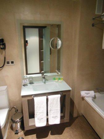 Sercotel Gran Hotel Luna de Granada: Bathroom