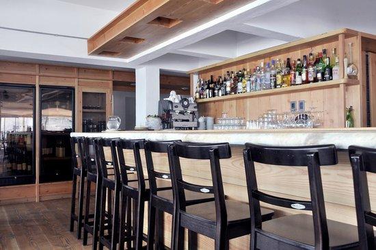 Cuatro Mares Restaurant : bar