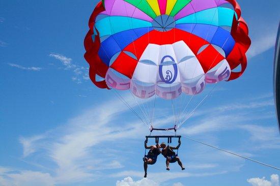 Sun Island Resort and Spa: parachutes