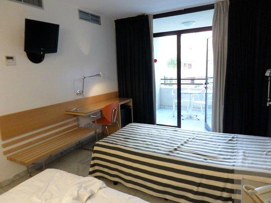 Hotel Nautico : habitacion y terraza