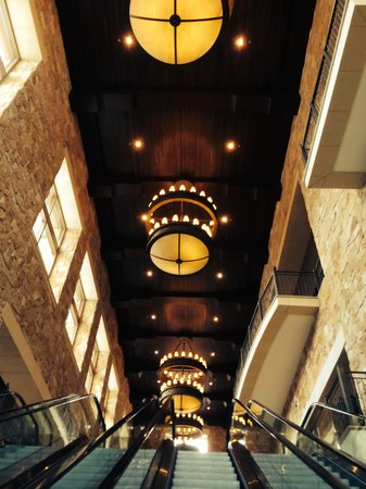 Gaylord Texan Resort & Convention Center : Lobby of convention area