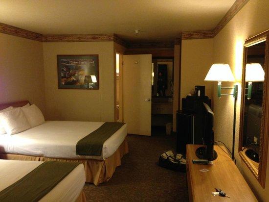 The Redwood Riverwalk Hotel : room