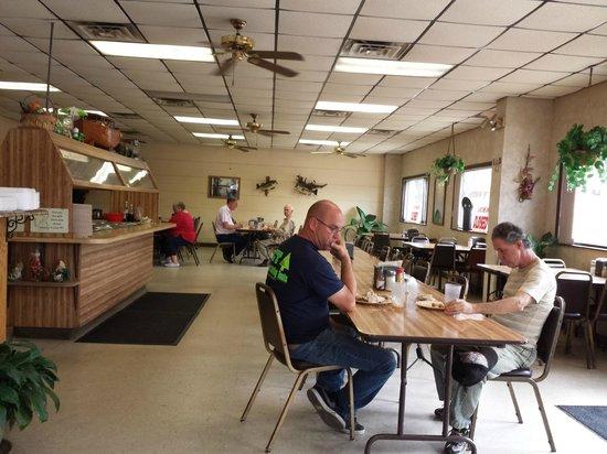 H and F Restaurant : Interior