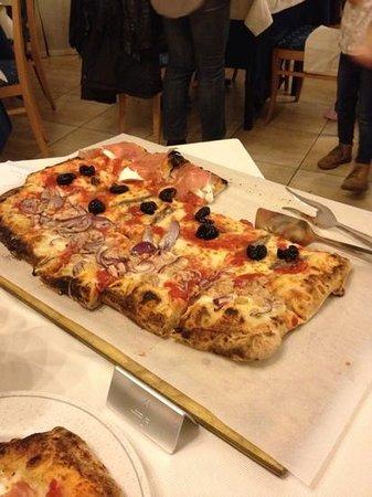 Pizzeria La Romantica Centro: mezzo metro tre gusti a scelta