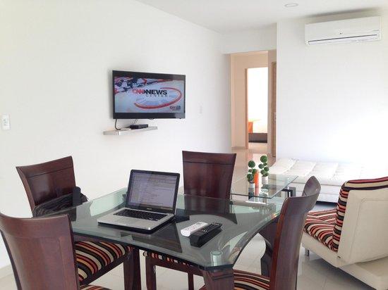 Hotel Cabrero Mar: living room/dining room