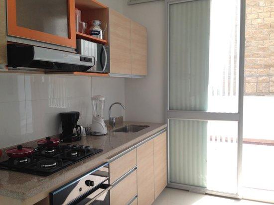 Hotel Cabrero Mar: kitchen with balcony