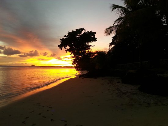 Stevenson's at Manase: Sunrise outside Fale