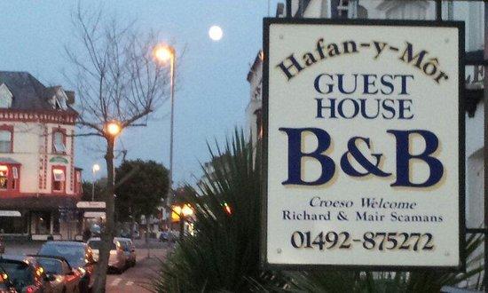 Hafan-y-Mor Guesthouse: Summer 2013 at Hafan y mor Guesthouse.