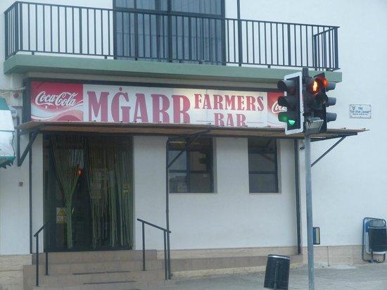 Mgarr Farmers Snack Bar: Outside
