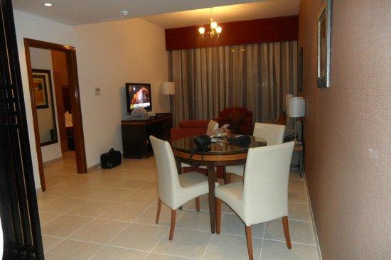 Xclusive Hotel Apartments: Kitchenette area