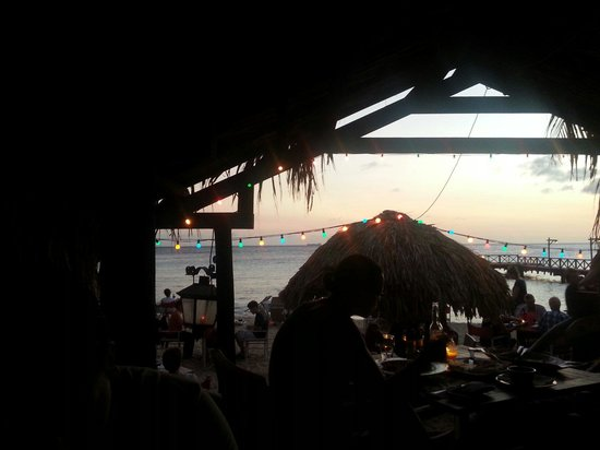 Pirate Bay Beach Bar and Restaurant : View from the platform seating at Pirate's Bay