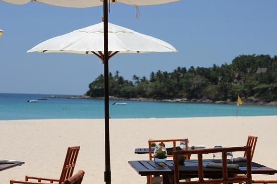 The Surin Phuket: la plage du surin vue du restaurant thaï de la plage