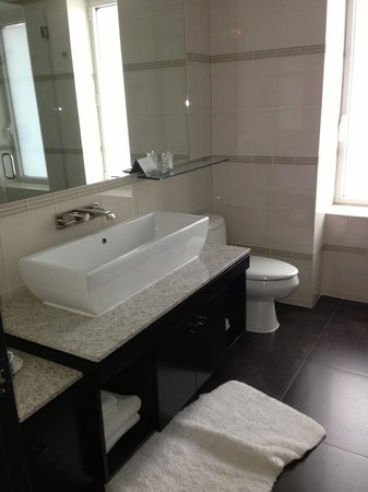 Royalton Park Avenue: Great bathroom