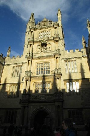 Golden Tours: Walking tour of Oxford.