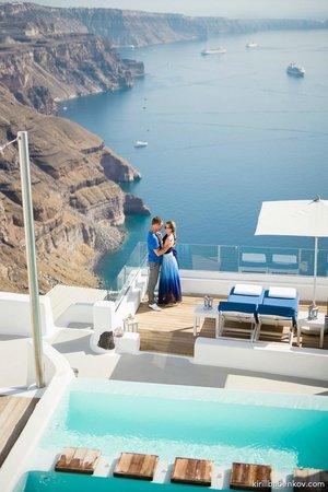 Iconic Santorini, a boutique cave hotel: вид с террасы на Эгейское море