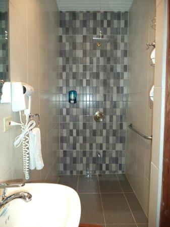 Aranjuez Hotel: Bathroom