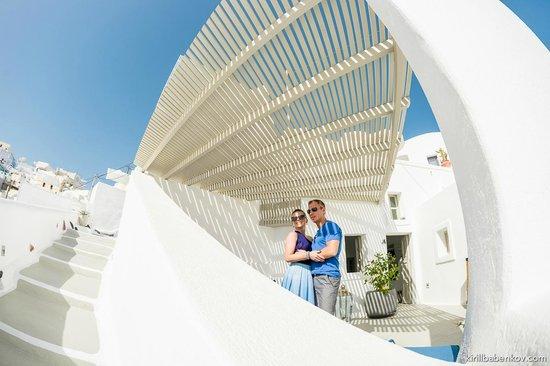 Iconic Santorini, a boutique cave hotel: вид на отель
