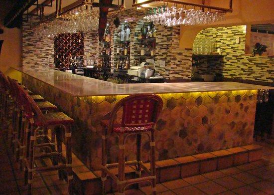 DiGiorgio's Cafe Largo : Glass Tile Bar