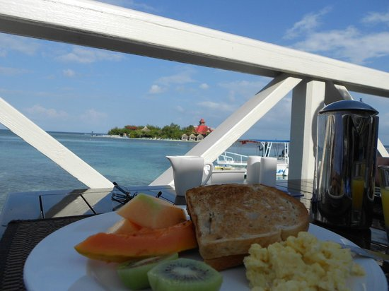 Sandals Royal Caribbean Resort and Private Island : Breakfast on the deck of Regency