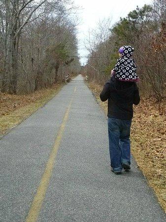 Shining Sea Bikeway : Walking toward Woods Hole
