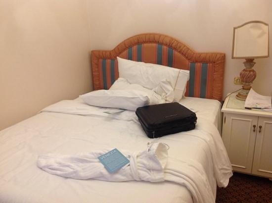 The Westin Europa & Regina, Venice: room so small you can only get in the bed from one side