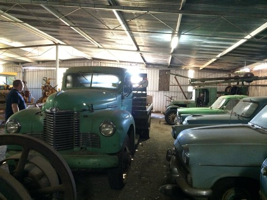 Gunnedah, Australia: Grosser Collection - most cars are unrestored.
