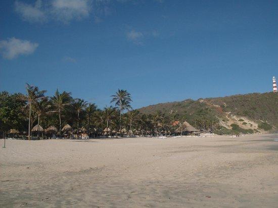 Dunes Hotel & Beach Resort: vista general de la playa y sus instalaciones