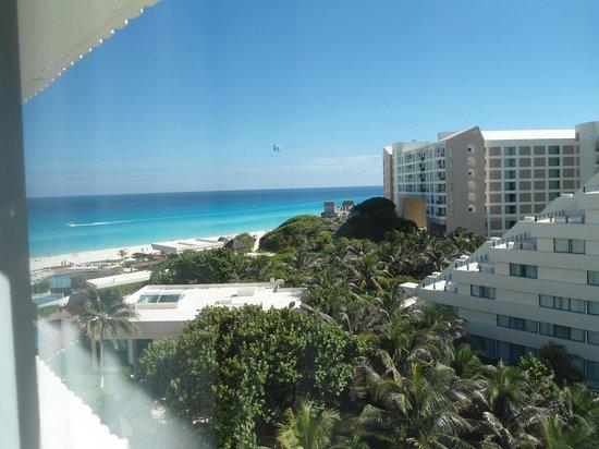 Park Royal Cancun : vista do apartamento / praia