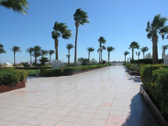 Baron Resort Sharm El Sheikh: Дорога к пляжу