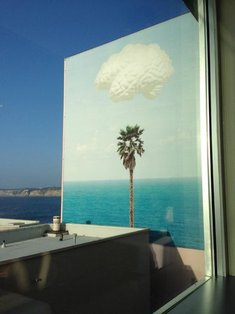 George's at the Cove : Outside Art