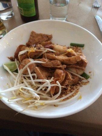 4 Roosevelt Asian Bistro: Wonton pad thia