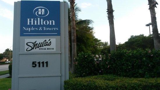 Hilton Naples : Einfahrt zum Hotel