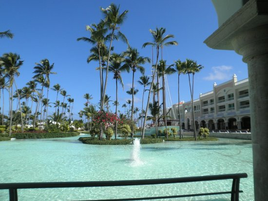 Iberostar Grand Hotel Bavaro: Outside the main entrance bar