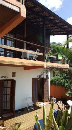 Pousada Tagomago Beach Lodge: Balcones y habitaciones