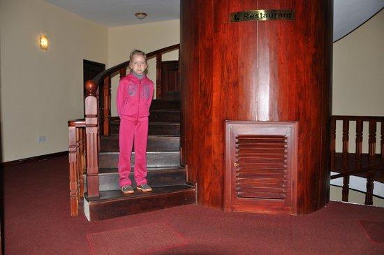 Ashley Resorts : Лестница на второй этаж