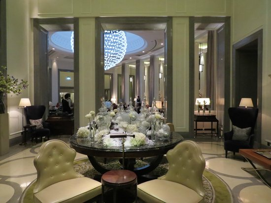Corinthia Hotel London : Lobby of Hotel - Looking into Area for High Tea and Drinks