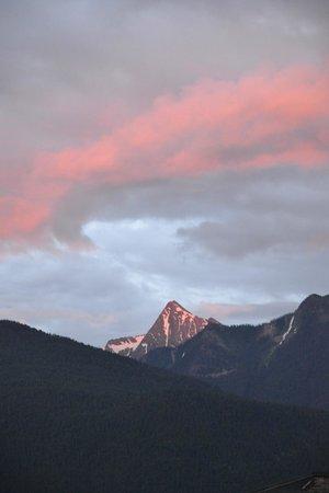 BlueBelle Bistro & Beanery: Mt. Loki at sunset